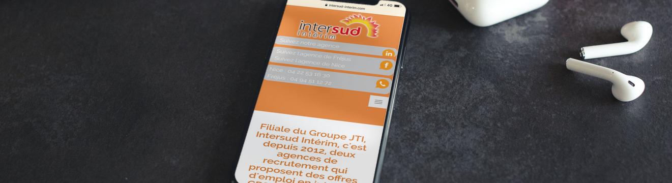 Téléphone portable montrant le site internet d'Intersud Interim